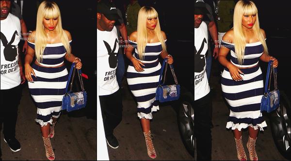 -------  17/06/16 : La merveilleuse Nicki Minaj photographiée  arrivant à la boite de nuit  « Play House  » - à  Los Angeles. Petit top pour cette tenue, je trouve que cela la grossie un peu. Gros top pour cette perruque blonde, lisse, longue, elle est hyper jolie. -------