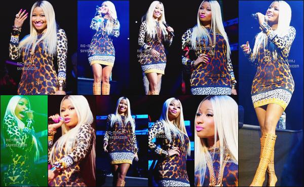 ------- 26/10/13:  :   Miss Nicki photographiée donnant bonne performance à « Power House » dans la soirée - Philippine. Elle est tres mignonne dans cette tenue, je suis fan de cette robe toute simple au motif sympa. Top cette perruque. Aimes-tu cette tenue? -------