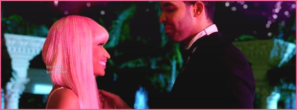 -------   Découvrez le clip dans l'univers de Cendrillon « Moment 4 Life »  - Février 2011.    Extrait de l'album de Nicki Minaj. Avec le chanteur Drake. J'aime trop se clip, j'adore ses robes de princesse. Grop  top pour la chanson.  -------