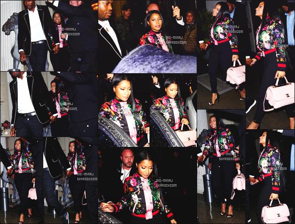 ------- 20/11/16:  Nicki photographiée quittant le restaurant   « Mastro » dans la soirée avec Meek  Mill -   à Los Angeles.  Alors la je suis tellement de cette tenue, même si c'est assez simple, cela reste une tres belle tenue, j'adore tellement la veste coloré, gros top. -------