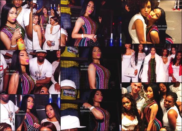 -------  10/06/17 : Belle  Nicki Minaj photographiée  à la fête de   « All White Affair » avec des amis dans la soirée -  Ibiza.   + Des photos persos sur son compte Instagram. Je lui met un gros top pour cette tenue. Gros top pour la longue perruque que j'adore. -------