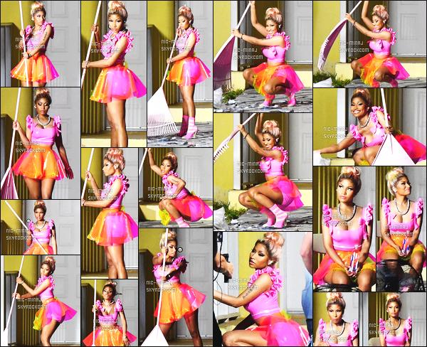 ------- 20/07/17: Notre princesse  Nicki Minaj   photographiée sur le tournage d'un nouveau clip Rake It Up - à Miami  Nicki  est tellement sublime.  Elle est tellement sexy, j'adore trop, encore une fois, elle ne blague pas, j'adore trop ses cheveux attaché. -------