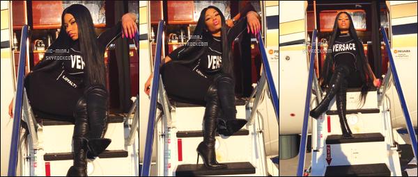 '''''''''''''''''''''' -------------------- DES PHOTOS  DE NICKI SUR LES RÉSEAUX SOCIAUX - Aout  2017. Photos personnelles sur  Instagram  de Nicki.   Nicki   se prépare à s'envoler dans son jet privé. Elle est  merveilleuse dans la tenue Versace.  ''''''''''''''''''''''