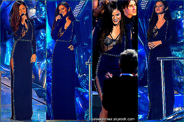 _ 25/08/13 : La belle Selena été presente, hier soir aux MTV Video Music Awards.  _