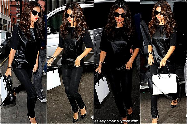 _ 09/09/13 : Aujourd'hui, la belle Selena, été présente au studio de FM radio qui se trouve à Londres .      _