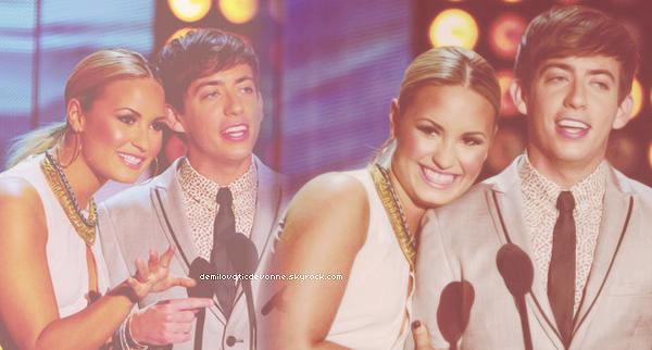 22/07/12 : TEEN CHOICE AWARD 2012 Demi a animé la cérémonie avec le charment KévinMchale de Glee . Elleétaismagnifique