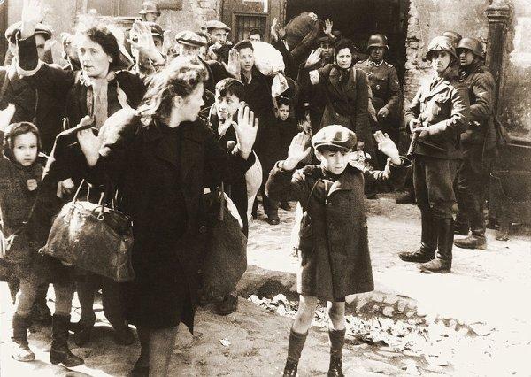 Des Criminels Nazis  (9904)