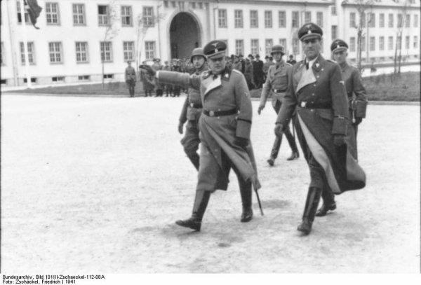 Des Criminels Nazis  (9941)
