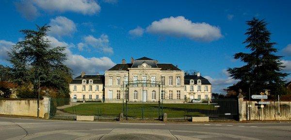 Des Châteaux  (10081)