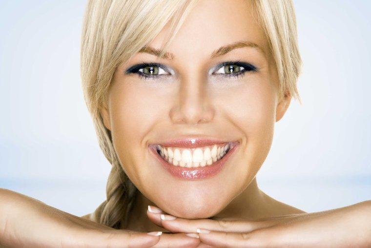 L'eau oxygénée : cheveux, poils, dents, ongles, peau… elle blanchit et désinfecte tout