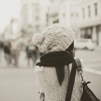 Le bonheur est éphémère, on s'en rend compte seulement quand il s'envole pour toujours..