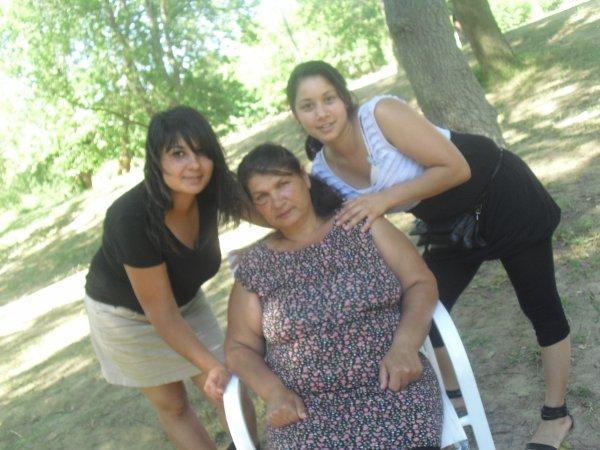 moi avec ma bel soeur et notre bel mere
