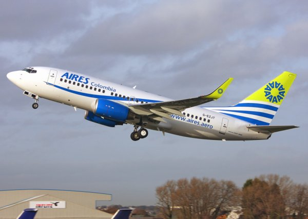 Aires Columbia Boeing737-73V G-EZJT