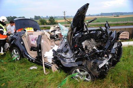 Deux hommes tués dans l'embardée de leur voiture sur l'autoroute à Estaimpuis , Vendredi le 20 juillet 2012