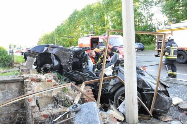 Spectaculaire embardée d'une Porsche à Floreffe: un blessé très grave , Jeudi le 7 juin 2012