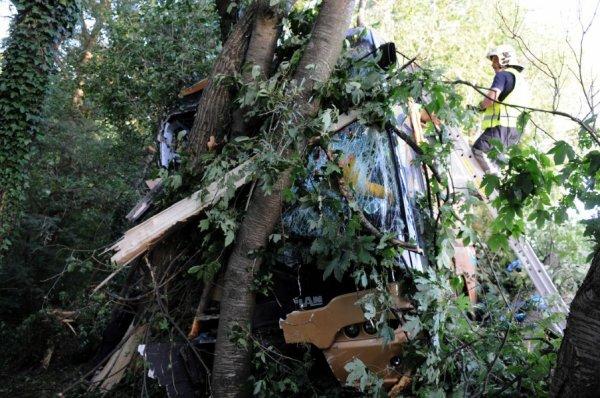 Accident de car à Cerexhe ( Soumagne ) : Un mort et 24 blessés légers , Ce dimanche 19 août 2012