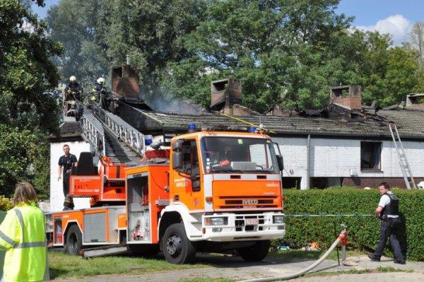 Un violent incendie endommage six habitations à Marbais ( Villers-la-Ville ) , Samedi , le 1 septembre 2012
