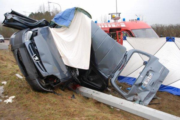 Trois tués dans une sortie de route à Philippeville ( Jamagne ) Dimanche , le 13 février 2011