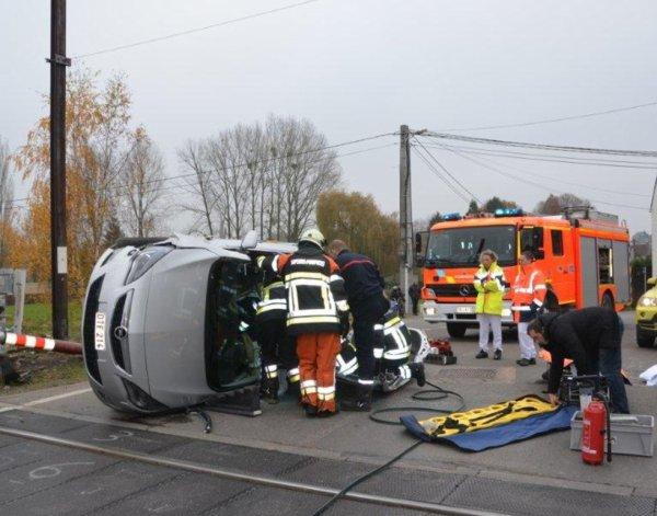 Accident spectaculaire, blessé léger à Jemeppe-sur-Sambre , le 16 novembre 2012