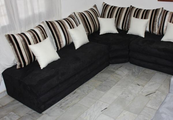 salon d\'angle marocain avec coussins style \