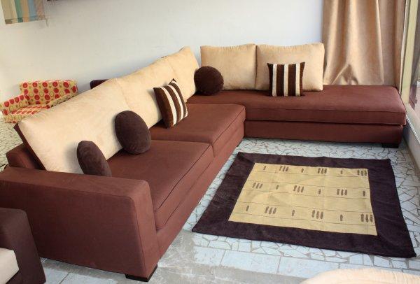 salon d 39 angle chassis en rafia marron et une face de dossier en chamoisine beige blog de. Black Bedroom Furniture Sets. Home Design Ideas