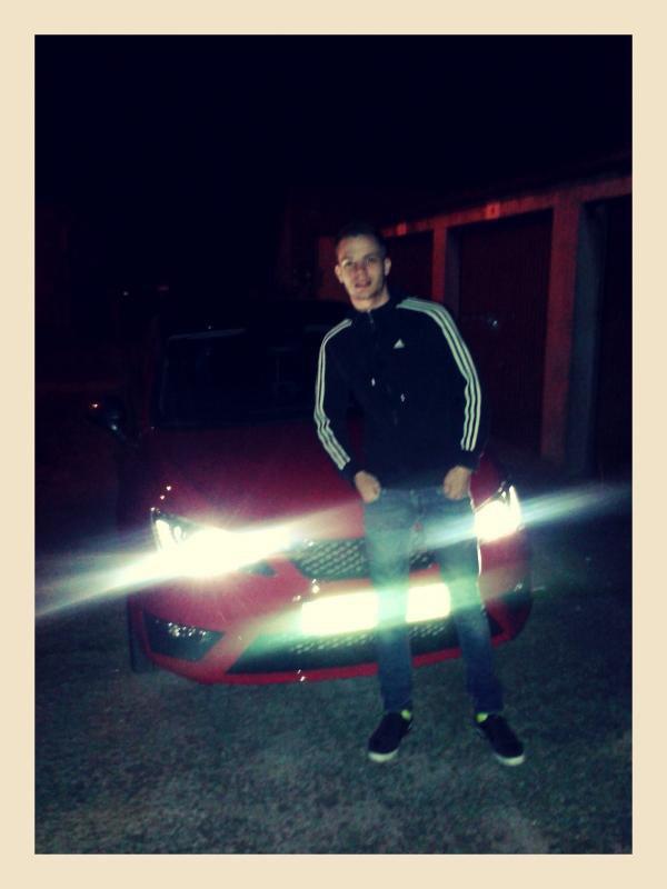 Ma nouvelle voiture et moi :)