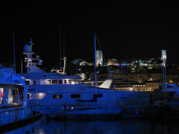 Le soleil se couche sur Cannes...