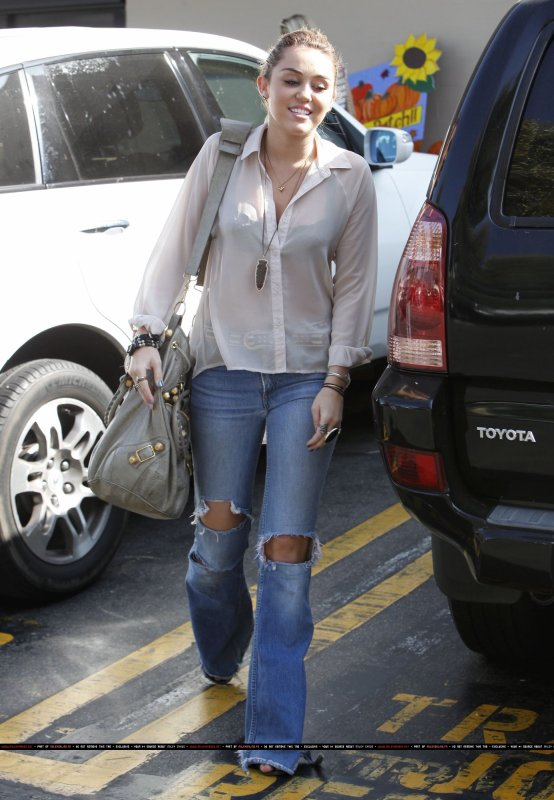21.10.11 Miley va faire ses courses
