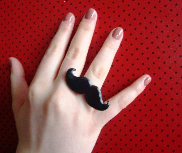 Ma bague moustache