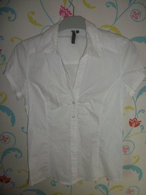 Tout le monde a besoin d'une chemisier blanc.