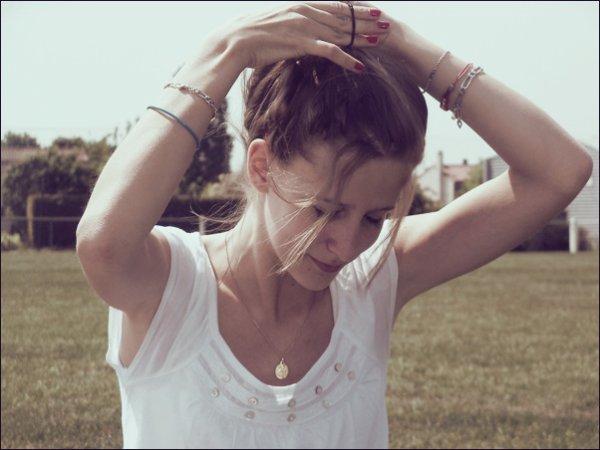 _ L'amour on en a tous besoin.C'est quelque chose de beau mais malheureusement qui ne dur qu'un temps.  _
