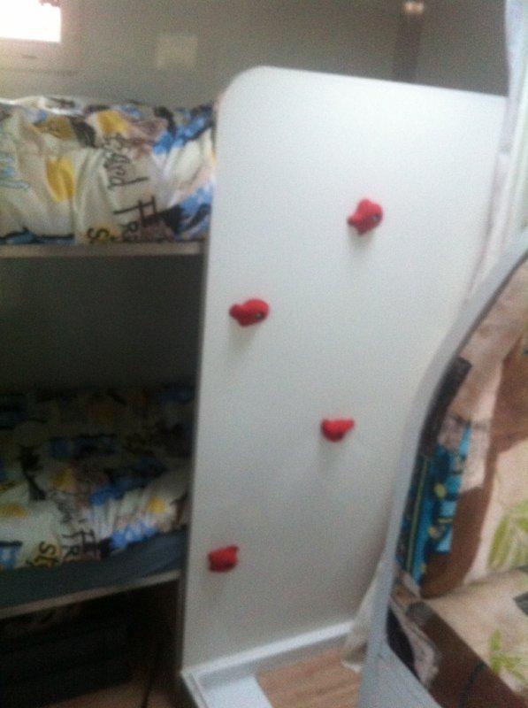 pour monter dans le lit en route pour l 39 aventure avec dromaland. Black Bedroom Furniture Sets. Home Design Ideas