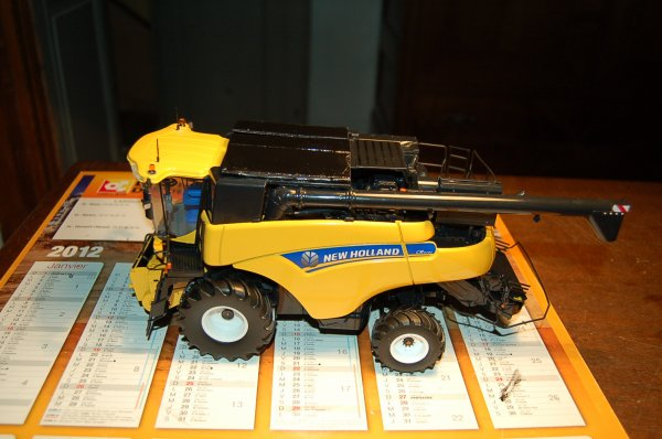 New Holland CR 9090