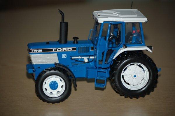 Ford TW 25 GII ....