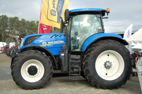 New Holland T 7 ...