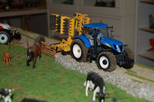 New Holland T 7070 ...