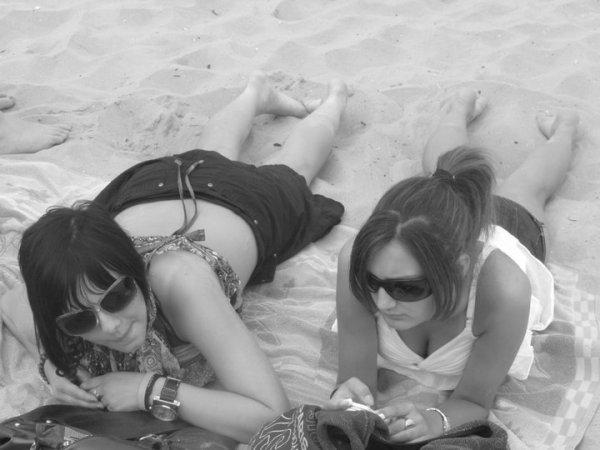 L'amitié ne consiste pas seulement à voir les mêmes personnes régulièrement, c'est un engagement, une promesse, de la confiance, c'est être capable de se réjouir du bonheur de l'autre.......