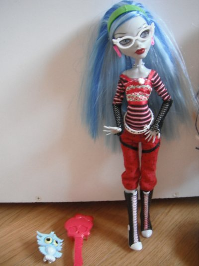 Ghoulia Yelps & Vampimaria .