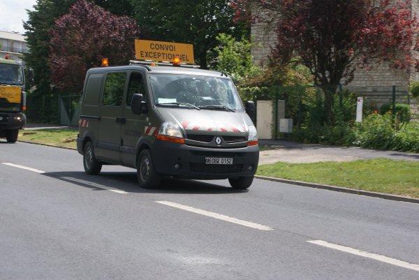 Véhicules d'escorte de convoi EXCEPTIONNEL MILITAIRES