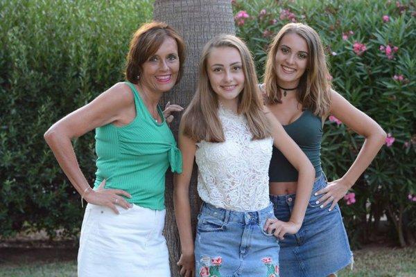 Ik, mijn zus en mijn heel mooie moeder