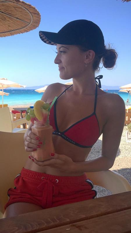 My sister in Greece 🍹