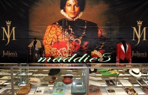 Vente aux enchères à Los Angeles de quelques biens de Michael Jackson le 19 novembre 2010.
