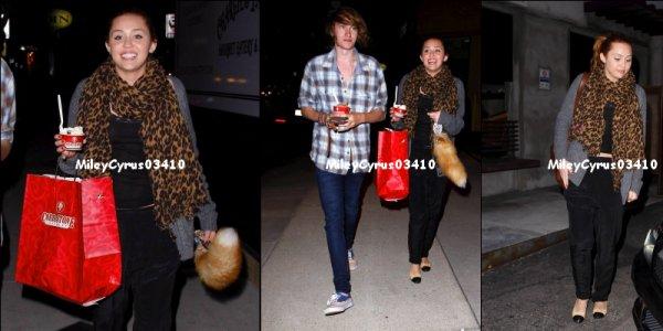 Miley à une station service à west hollywood, Jeudi  ca 24 mars 2011