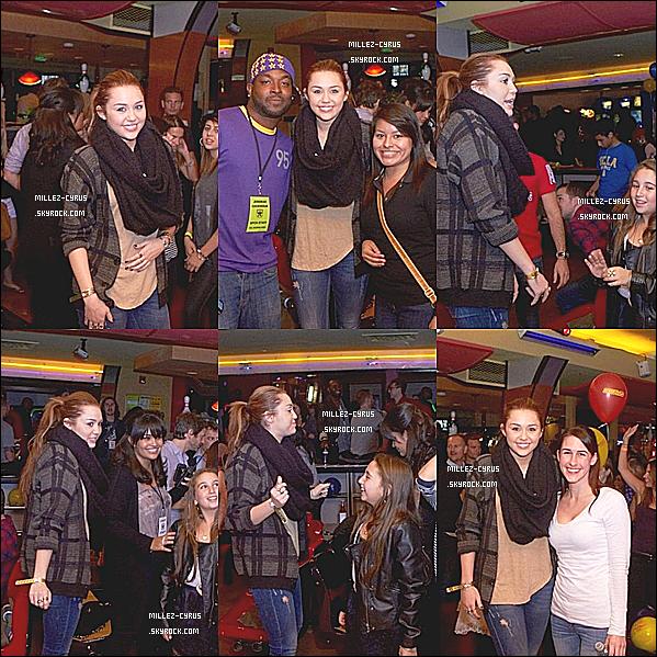 ;  _ Evénement _     ;   11.O3.2O11 :  Miley été a un évènement caritatif « STARS AND STRIKES » à Ctudio City , CA  + Nouvelle photo de Miley & une fan
