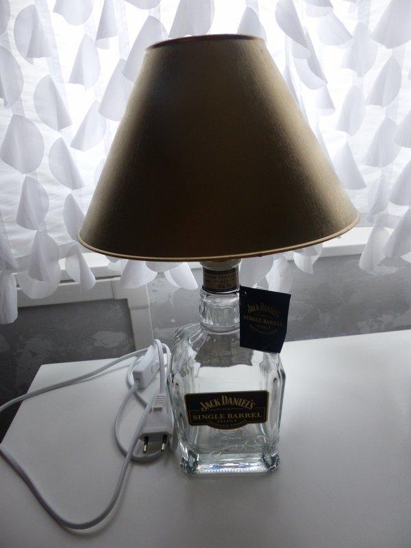 la lampe jack daniel 39 s mes petites cr ations. Black Bedroom Furniture Sets. Home Design Ideas