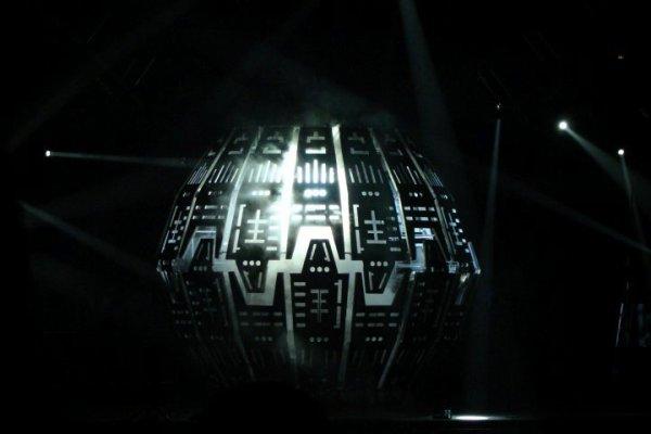 25 fevrier 2010 / 14 avril 2010 => 2 concert ; 2 pays ; 2 fan , 1 seul groupe = Sans ces deux concert on se serais jamais parler (lL)