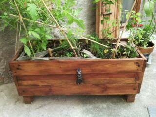Jardini re faite maison en bois de palette pourquoi ce - Jardiniere en palette de bois ...