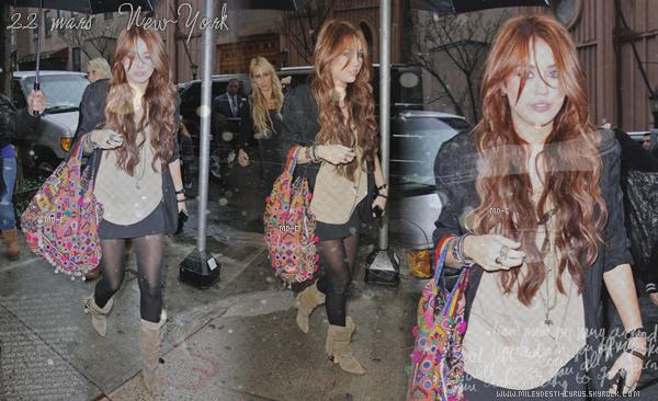 """____  FlashBack (2010) : Miley allant déjeuner chez """"SERENDIPITY 3"""" avec sa maman ____  + (2011) Miley & Jeremy Piven , qui aura un role dans le film ,sur le tournage de """"So Undercover"""" .Top/flop?"""