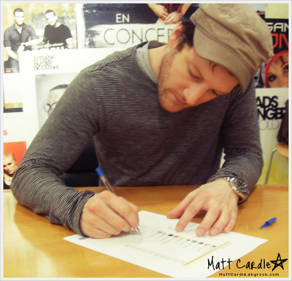 __ Matt dans les bureaux de Official UK Charts.__