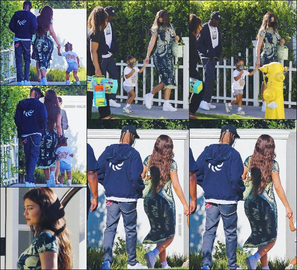19/07/20 -C'est dans la matinée que la petite famille WEBSTER a été vue arrivant à un hôtel situé à Laguna Beach  ! Petit séjour en dehors de Calabasas pour le jeune couple et Stormi ! On veux + de candids avec Stormi - TOP ou FLOP? ••